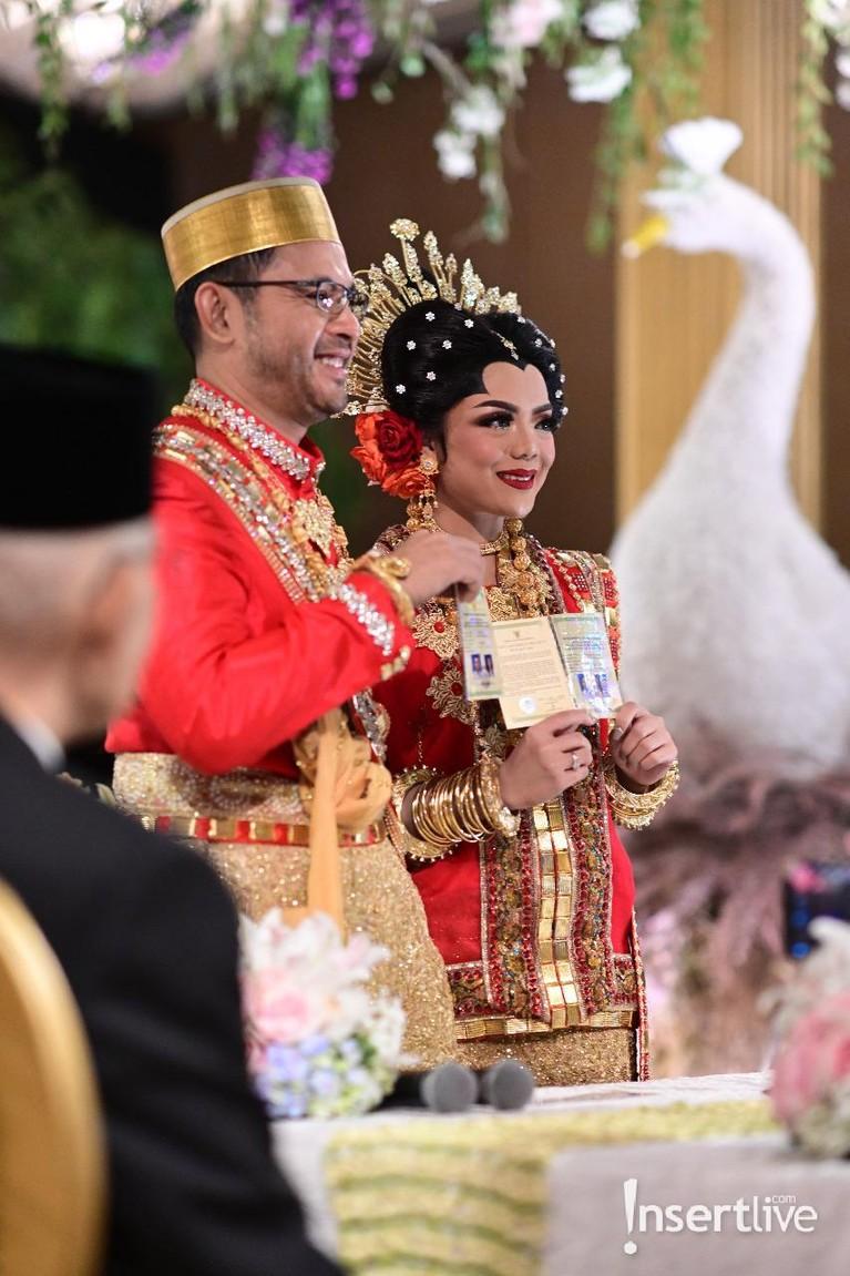 Putra ketiga Tutut Soeharto yakni Danny Bimo Hendro Utomo resmi menikah dengan gadis asal Makassar, Raiyah Chitra Caesaria, Sabtu (15/2).