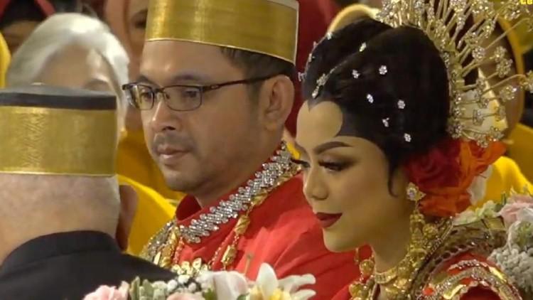 Cucu Soeharto, Danny Rukmana, resmi menikahi seorang pramugari bernama Raiyah usai menjalankan akad nikah yang digelar hari ini.