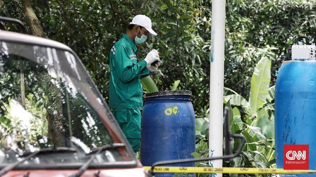 Proses pembersihan sisa zat radioaktif di Serpong kembali dilanjutkan. Pada hari keenam, Batan mengklaim paparan menurun 90 persen.