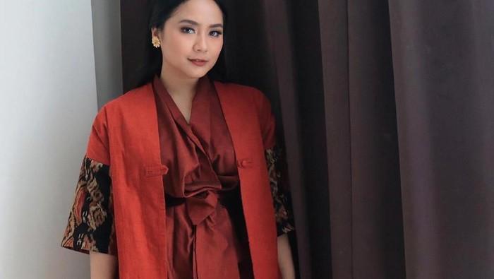 Cocok untuk Badan Mungil, Ini Inspirasi Gaya Outfit Anggun ala Gita Gutawa