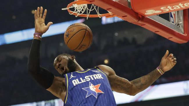 LeBron James of the Los Angeles Lakers dunks during the first half of the NBA All-Star basketball game Sunday, Feb. 16, 2020, in Chicago. (AP Photo/Nam Huh)