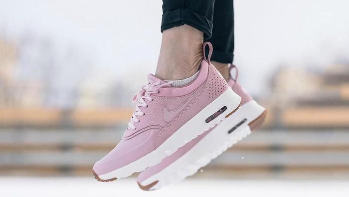 Kamu Pemilik Tubuh Mungil? Ini Sneakers yang Cocok Untukmu!