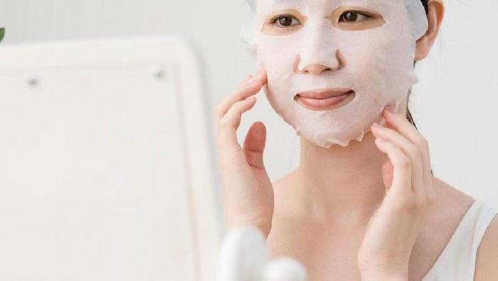 Simak, Ini Kandungan Sheet Mask yang Nggak Boleh Kamu Gunakan Setiap Hari!
