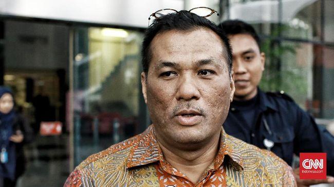 Eks Direktur Operasi Pelindo II Dana Amin diperiksa KPK dan ditanya soal proses awal pengadaan crane.