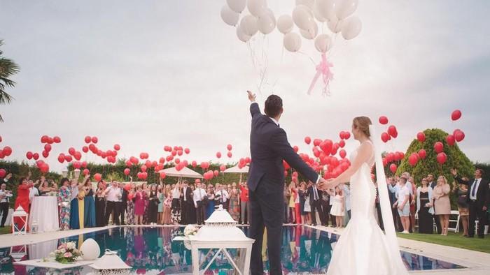 Mau Menikah Dalam Waktu Dekat? Intip Warna Dekorasi Pernikahan yang Sedang Hits Ini!