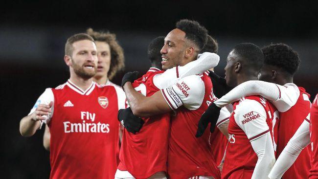 Arsenal sukses menekuk Leicester City dengan sekor 2-0 dalam Piala Carabao. Hasil diraih dari gol bunuh diri Christian Fuchs dan Eddie Nketiah