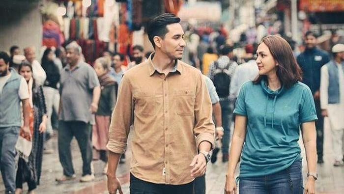 5 Artis Indonesia yang Bahagia Punya Suami Lebih Muda