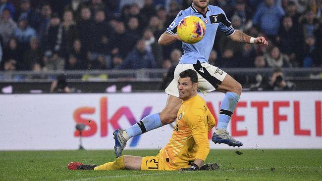 Keberadaaan Daniele Padelli di bawah mistar gawang kurang memberi rasa aman bagi skuat Inter Milan yang berambisi menjadi juara.