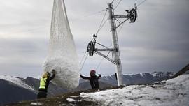 FOTO: Resor Ski Mulai Kekurangan Salju