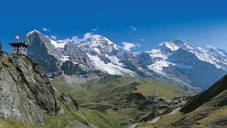 Pegunungan di mana menjadi lokasi Ri Jeong Hyuk dan Son Ye Jin tidak sengaja bertemu. Sebenarnya ini adalah di Kleine Scheidegg, 3823 Lauterbrunnen, Swiss.
