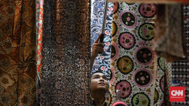 Pandemi Covid-19 tak menyurutkan antusias warganet Indonesia dalam memperingati Hari Batik Nasional 2 Oktober 2020.