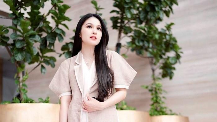 Bak Istana, Berikut Spot Foto OOTD Favorit Sandra Dewi di Rumah Mewahnya!