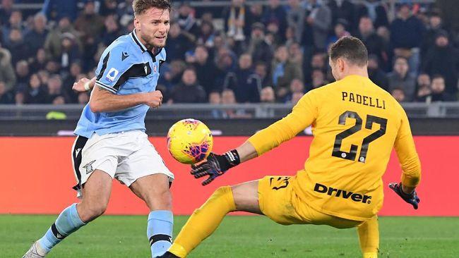 Kekesalan warganet pendukung Inter Milan terhadap Daniele Padelli membuat nama kiper cadangan itu tenar di media sosial.