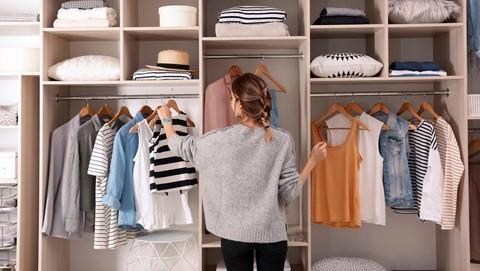 Punya Kamar Sempit? Begini Tips Memilih Lemari Baju yang Tepat Buat Kamu!
