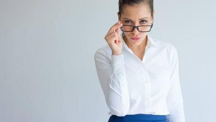 Hati-hati, 7 Bahasa Tubuh Ini Bisa Bikin Kamu Dikira Sombong Lho!