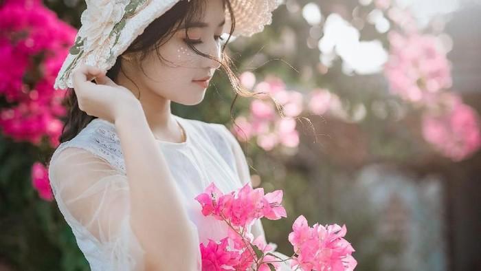 Rawat Kecantikan Kulit Wajahmu dengan Air Mawar, Sstt Ini 3 Rekomendasinya!