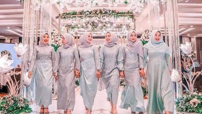 7 Inspirasi Gaun Muslimah Warna Silver untuk Kondangan, Shine Bright Like a Diamond!