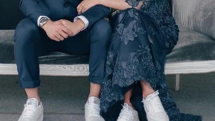 Agar Makin Kompak, Contek 5 Inspirasi Kebaya Couple Ini yuk!