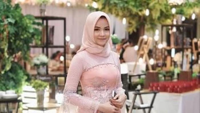 5 Model Dress Hijaber Ini Lagi Jadi Tren!