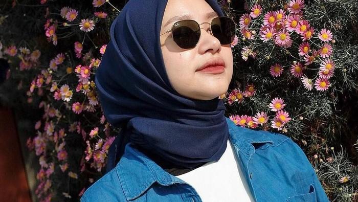 Wajib Punya, Warna Hijab ini Jadi Andalan Dipakai Sehari-hari