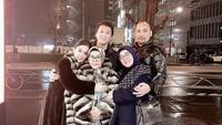 <p>Syahrini juga mengajak sang bunda dan keluarga adiknya, Aisyahrani ke Jepang. (Foto: Instagram @princesssyahrini)</p>