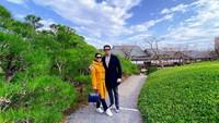 <p>Throwback ke awal tahun baru, Syahrini merayakan tahun baru bersama keluarga Reino di Jepang. (Foto: Instagram @princesssyahrini)</p>