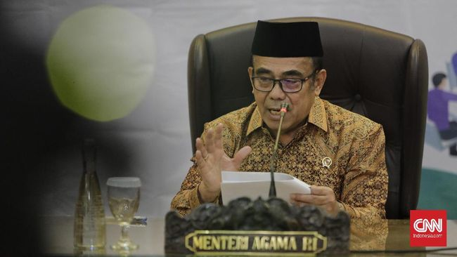 Menteri Agama Fachrul Razi membuka opsi haji dengan social distancing, haji secara normal, hingga kemungkinan pembatalan haji 2020.