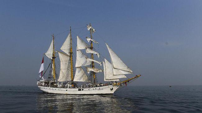 Kapal KRI Dewaruci dan Bima Suci-945 akan singgah di Pulau Kodingareng Keke. Masyarakat bisa melihat-lihat ke dalamnya pada Maret nanti.