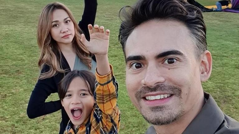 Momen kenangan liburannya di Amerika juga ia unggah di laman Instagram milik Ashraf juga Bunga Citra Lestari.