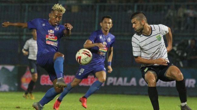 PSSI merespons kabar yang menyebut duel Bhayangkara Solo FC vs Arema FC jadi laga pembuka Liga 1 2021.