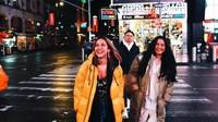 <p>Selain liburan, mereka juga menghadiri acara New York Fashion Week. (Foto: Instagram @bclsinclair) </p>