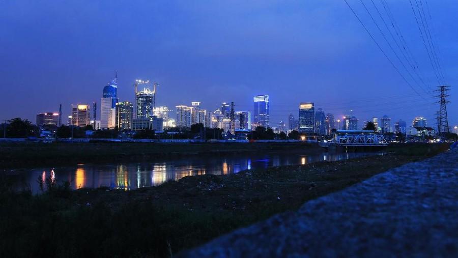 Cintaku Bersemi di Sungai Ciliwung, Berakhir Indah di Pelaminan