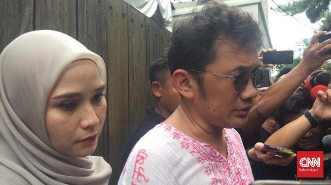 Hanung Bramantyo berkata memiliki janji temu dengan suami BCL itu sore ini untuk membahas proyek film baru. Ashraf meninggal pada Selasa (18/2) pagi.