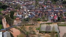 FOTO: Badai Dennis Terjang Inggris