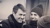 <p>Legenda AC Milan, Paolo Maldini, memiliki dua putra yang sama-sama meneruskan jejak sang ayah sebagai pesepakbola. Dalam foto ini tampak putra pertama Paolo, Christian memiliki wajahmenawan seperti ayahnya. (Foto: Instagram @christian.maldini)</p>