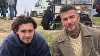 <p>Brooklyn Beckham merupakan anak sulung dari pasangan David Beckham dan Victoria Beckham. Semakin dewasa, wajah Brooklyn semakin terlihat tampan seperti sang ayah. (Foto: Instagram @davidbeckham)</p>