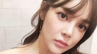 Park Si Yeon dikenal di Korea Selatan dan China. Dari pernikahannya dengan Park Sang Hun, Park Si Yeon dikaruniai dua anak perempuan. (Foto: Instagram @l.h.mom)