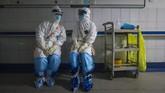 Sejauh ini belum ada obat untuk menyembuhkan virus corona. WHO menyatakan butuh waktu 12 ingga 18 bulan untuk mengembangkan vaksin corona.