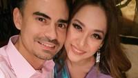 <p>Ashraf dan BCL saling memberikan kejutan manis di setiap hari ulang tahun pernikahan mereka. Romantis banget ya, Bunda. (Foto: Instagram @ashrafsinclair) </p>