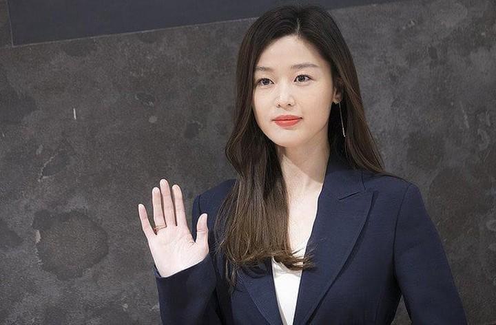 Artis-artis cantik Drama Korea ini ternyata sudah jadi ibu. Siapa saja artis drama Korea ini dan ada kah idola Bunda? Intip foto-foto mereka di sini yuk, Bunda.