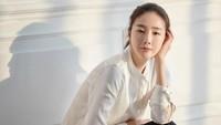 Bintang drama Korea Winter Sonata Choi Ji Woo kini tengah mengandung anak pertamanya. Usia 44 tahun tak menghalanginya untuk bisa hamil dengan aman dan sehat. Choi Ji Woo diperkirakan melahirkan pada Mei 2020. (Foto: Instagram @choijiwoo_cjw)