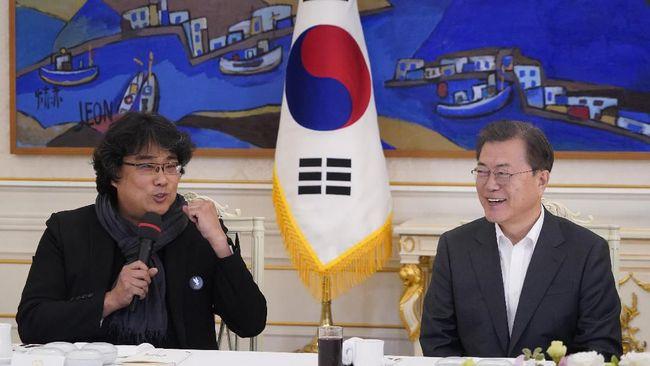 Presiden Korsel Moon Jae-in memuji Parasite karya Bong Joon-ho dan menilai film itu telah membuktikan kepada dunia bahwa budaya Korea tak lagi marginal.
