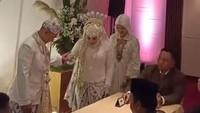 <p>Jane Shalimar dan Arsya Wijaya terlihat amat bahagia di hari pernikahan mereka. (Foto: Instagram @janeshalimar_1)</p>