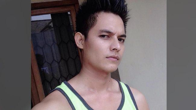 Pesinetron Aulia Farhan dan seorang temannya dinyatakan positif mengkonsumsi narkoba jenis sabu, usai menjalani tes urine di kepolisian.