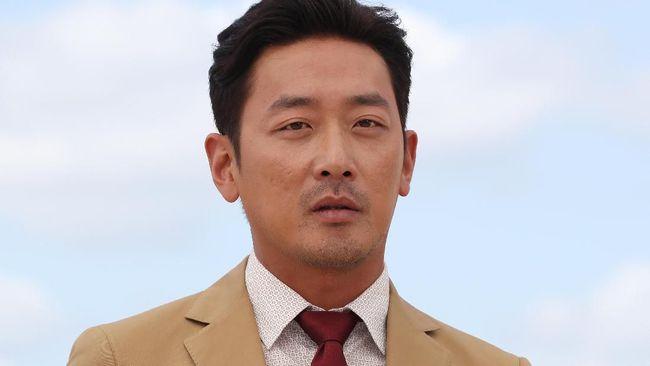 Sempat dirumorkan menjadi aktor yang menyalahgunakan obat bius, aktor Ha Jung-woo membantah dan menyebut hal itu atas permintaan dokter.