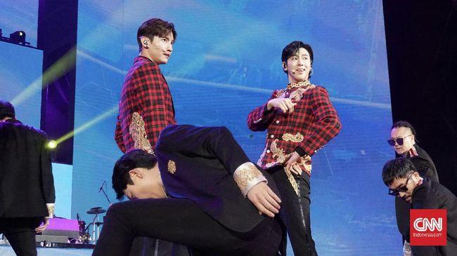 TVXQ mengajak Cassiopeia Indonesia bernostalgia dalam acara Korean Wave in Love di Trans Studio Mall Cibubur pada Jumat (21/2) lewat lagu Believe.