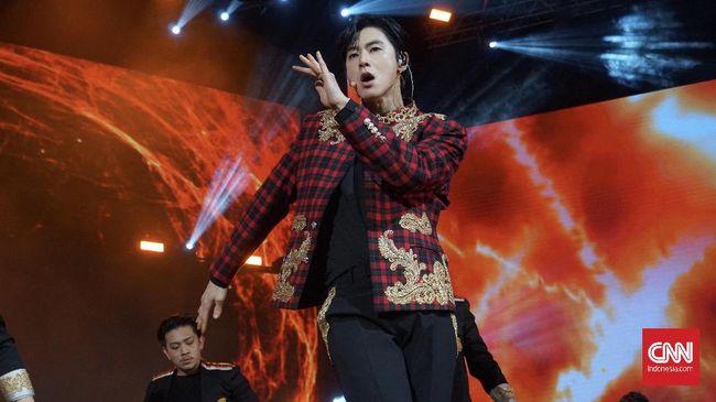 Album NOIR sekaligus menandai comeback resmi U-Know ke panggung hiburan Korea Selatan.