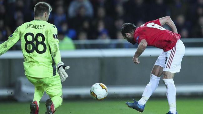 Alasan menghormati suporter hingga sejarah karier di pentas profesional menjadi alasan Simon Mignolet mengenakan nomor pungung 88.