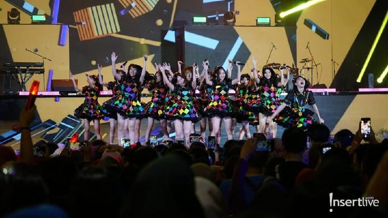 Konser Korean Wave in Love yang ditayangkan Trans TV dari Trans Studio Mall Cibubur telah berlangsung. Seperti apa potret keseruan acara itu?