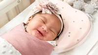 """""""<em>We are so happy to announce the arrival of our first newborn baby, Kazumi Aara Utomo on 13 February 2020. #kazumifirstday,</em>"""" tulis Shabrina. [Foto: Instagram @shabrinaautomo]"""